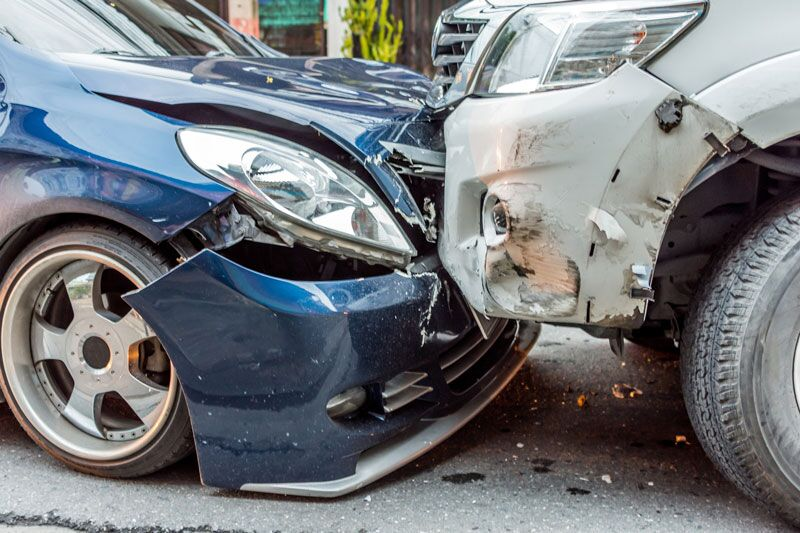 picture of a head-on car collision, steps that you should take when your car has been declared a total loss